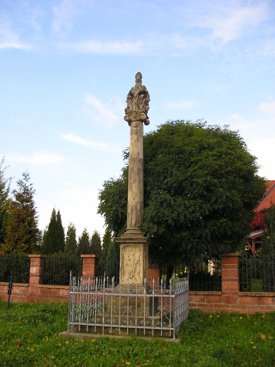 kříž u ZŠ II.